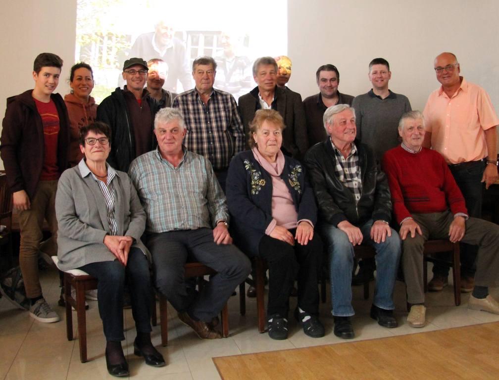 Verwandte und Nachkommen von Georg Beinhofer mit Manfred Stagl (ganz rechts).